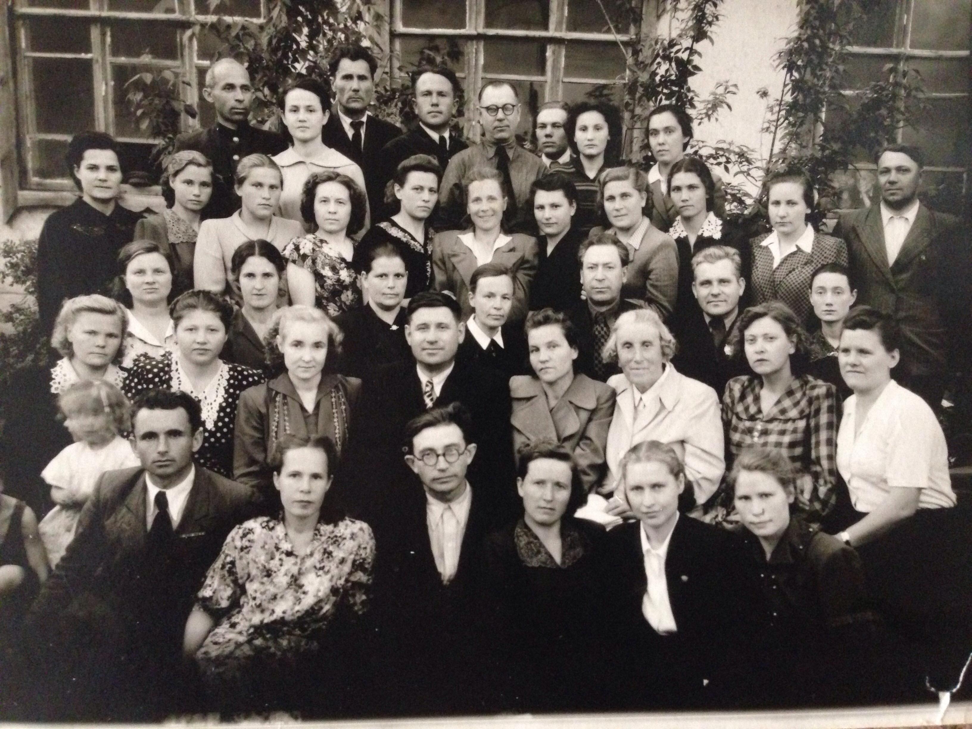 17 глав - Школа жива в памяти учеников