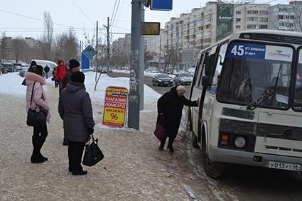 2017 7 7 автобусы - Пассажиры падают прямо под автобусы