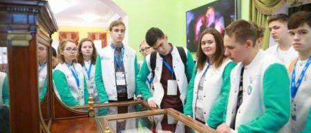 Экскурсия в музей 450x192 - Школьники умножили свои таланты