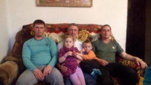 Прошкины Валерий Иванович с двумя сыновьями Дмитрием и Евгением 300x169 - Прошкины Валерий Иванович с двумя сыновьями Дмитрием и Евгением