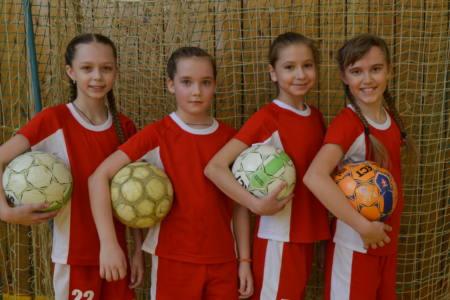 17 глав 1 - В футбол приглашают… девочек