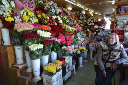 3 глав - Мусорки украшены цветами