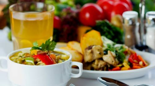 business lunch soup salad and juice 1200x669 1 - Где обедают горожане?