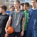 DSC 0700 150x150 - В футбол играет целый двор