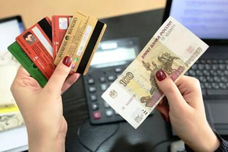 Kak zarabotoat na kreditnoi karte ris 2 min - Чем платить - наличными или картой?