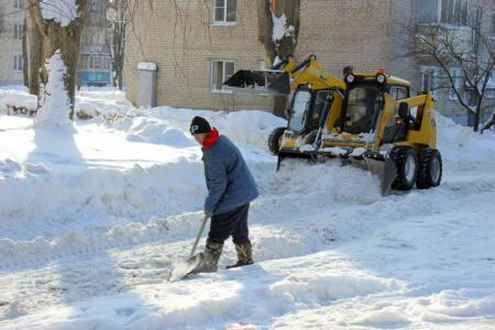 sneg ubr3 - Как чистят дворы и улицы от снега?