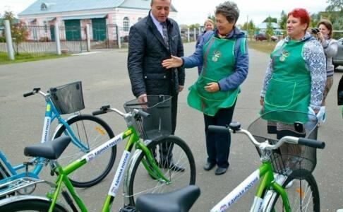 2 подв - Социальные работники пересаживаютсяна новенькие велосипеды