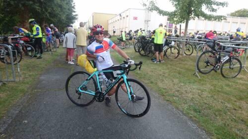 17 велосипедист - Велосипед до Парижа довел