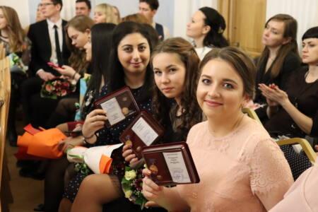 1 фотки 1 - Награды вручены молодым и успешным