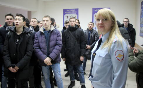 7 подв - Студенты «примерили мундиры» полицейских