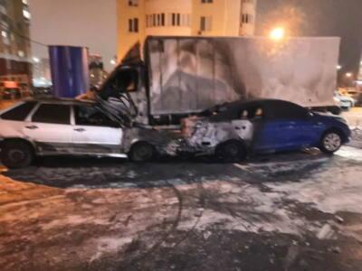 3 г - В Оренбурге горят автомобили